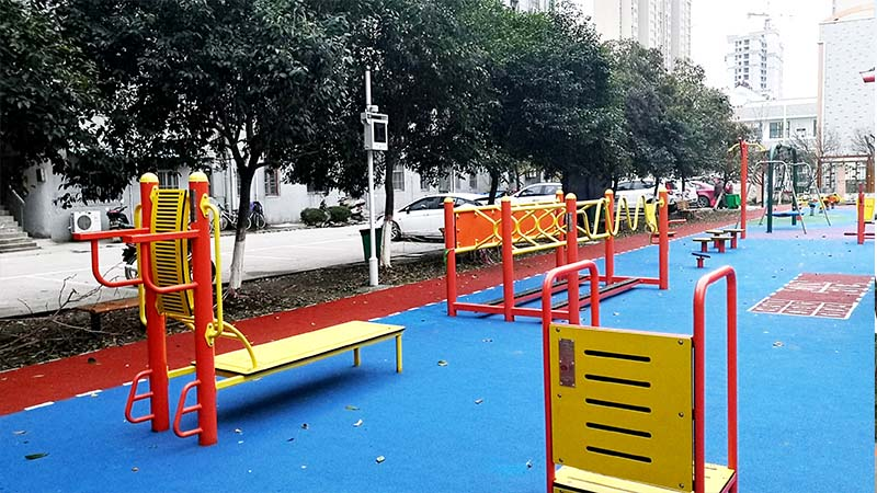 The Safety Rules When Children Play on Outdoor Playground